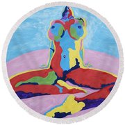 Julie Anderson Leaning Back Round Beach Towel