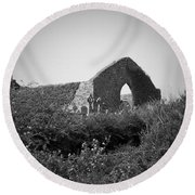 Kilmanaheen Church Ruins Ennistymon Ireland Round Beach Towel