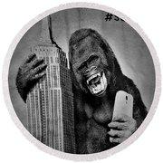 King Kong Selfie B W  Round Beach Towel
