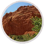 Kissing Camels At The Garden Of The Gods Round Beach Towel