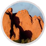 Kissing Camels Formation At Garden Of The Gods Round Beach Towel