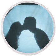 Kissing Round Beach Towel