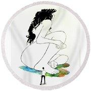 La Mutana Mujer Round Beach Towel