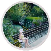 Lady In Central Park Round Beach Towel