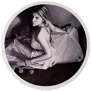 Lady Justice  Black And White Round Beach Towel