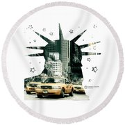 Lady Liberty And The Yellow Cabs Round Beach Towel