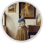 Lady Standing At The Virginal Round Beach Towel