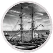Lady Washington In Black And White Round Beach Towel