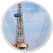 Land Oil Drilling Rig With Equipment On Oilfield Round Beach Towel