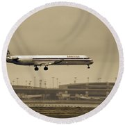 Landing At Dfw Airport Round Beach Towel