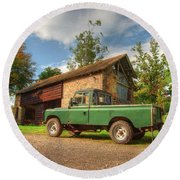 Landrover And The Barn Round Beach Towel