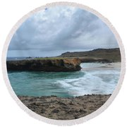 Large Rock Formation In Aruba's Boca Keto Beach Round Beach Towel