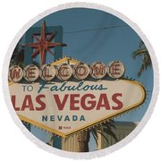 Las Vegas Welcome Sign With Vegas Strip In Background Round Beach Towel