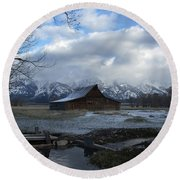 Late Snow On South Moulton Barn Round Beach Towel