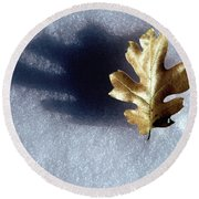 Leaf On Snow Round Beach Towel