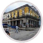 Life In Old Town Havana Round Beach Towel
