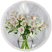 Lilies In A Vase 001 Round Beach Towel