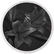 Lillies In Black And White Round Beach Towel