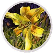 Lily On Display Round Beach Towel