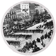 Lincolns Funeral Procession, 1865 Round Beach Towel by Photo Researchers, Inc.