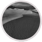 Line To Infinity Round Beach Towel