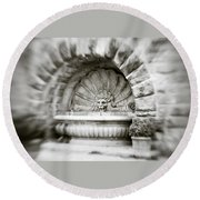 Lion Head Fountain Round Beach Towel