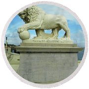 Lion On The North Side Round Beach Towel