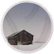 Little Barn House On The Snowy Fields Round Beach Towel
