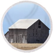 Little Barn On The Prairie  Round Beach Towel