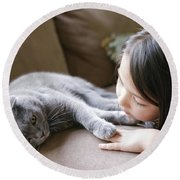 Little Girl Hanging Out With Her Scottish Fold Cat Round Beach Towel