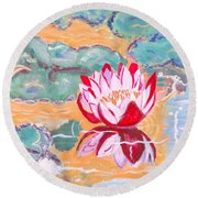 Little Water Lilly  Round Beach Towel