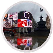 London Piccadilly On A Rainy Day Round Beach Towel