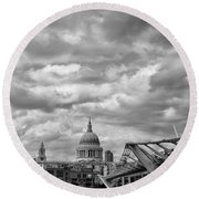 London - St. Pauls Cathedrale Round Beach Towel