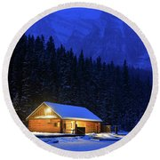 Lone Cabin In The Rockies Round Beach Towel