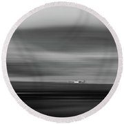 Lone House At Glencoe Round Beach Towel