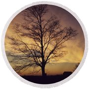 Lone Tree At Sunrise Round Beach Towel