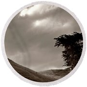 Lone Tree On A New Zealand Hillside Round Beach Towel