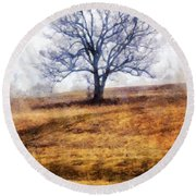 Lone Tree On Hill In Winter Round Beach Towel
