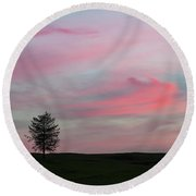 Lone Tree Sunset Round Beach Towel