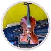 Lonely Fiddle Round Beach Towel