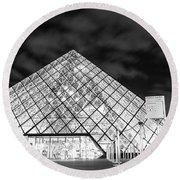 Louvre Museum Bw Round Beach Towel