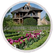 Lovely Garden And Cottage Round Beach Towel