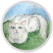 Lovely Kitty. White Cat Kusyaka Round Beach Towel