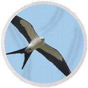 Low Flying Kite Round Beach Towel