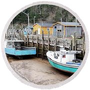 Low Tide In St. Martins Round Beach Towel