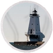 Ludington In The Cold Round Beach Towel