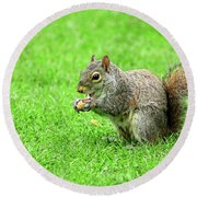 Lunchtime In The Park Round Beach Towel