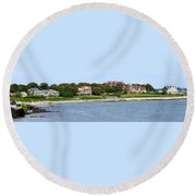 Magnificent Homes Along Cliff Walk Round Beach Towel