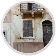 Maltese House On A Steep Street Round Beach Towel