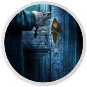 Man With Keys At Door Round Beach Towel